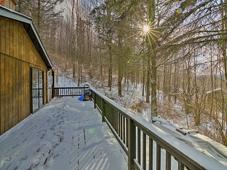 Renovated Roxbury Home w/ Mtn Views & Large Deck!