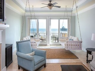 Beachfront Luxury 4 BR/4.5BA BEACHFRONT By Pier, Free Wifi