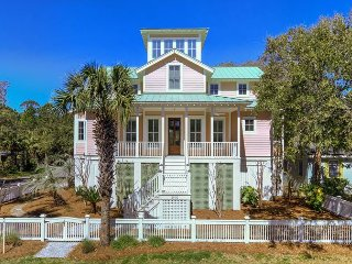 Spacious 4-BR/3.5 BA Luxury Home, Sleeps 12,1-Block to the Beach, Free Wifi!!