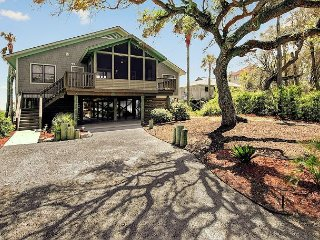 OCEANFRONT Luxury, 4 BR/4 BA Renovated House on Folly Beach, Free Wifi!