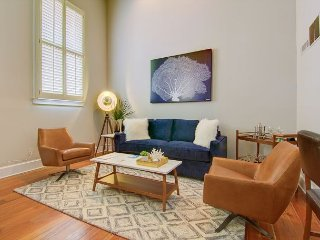 Contemporary 1-Bedroom Loft in Historic Downtown Charleston + Free Parking