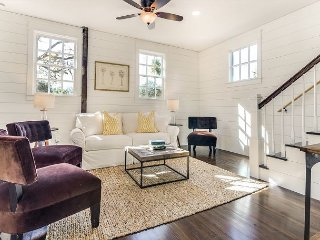 NEWLY RENOVATED 3 BD/2.5 BA Classic Charleston Single, Downtown, Free Wifi!