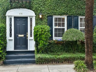 3 BR/2.5 BA Townhome in Historic Harleston Village, Free Wifi & Parking!