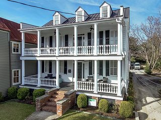Luxury Home w/Carriage House, 8 BRs, Heart of Charleston, Free Wifi & Parking