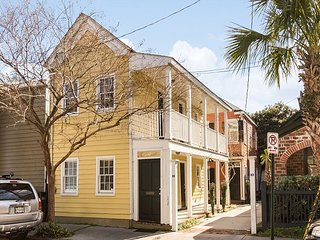 Newly Renovated, 2 Homes total 4 BRs, Charleston Upper King Area, Free Wifi!