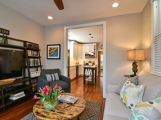 NEWLY RENOVATED Luxury 2-BR Home, Heart of Downtown Charleston, Free Wifi!