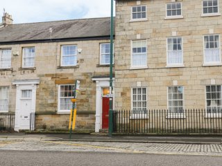 105 WESTGATE, WIFI, centre of Guisborough, near North York Moors, Ref 969655
