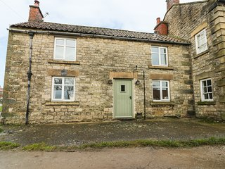 BLUE BELL COTTAGE, wood burner, exposed beams, in Kirkbymoorside, Ref. 961982