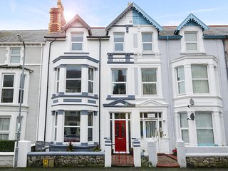 ABBEYLANDS HOUSE, centre of Llandudno, pet-frendly, WiFi, Ref 957643