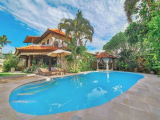Gorgeous, spacious villa  private pool, Echo Beach
