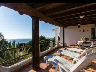 Rent in front of the sea a few meters from the beach