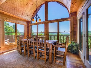 Spacious cabin in the woods with deck, mountain views, hot tub, shared pool