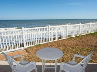Direct Oceanfront - Corner Unit - Ground Floor with View