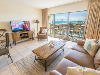 Penthouse- Next to Pier - Fully Renovated