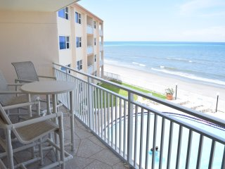 Direct Oceanfront - Newly renovated - Excellent Ocean Views