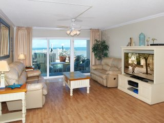 Direct Oceanfront – Spacious Ground floor