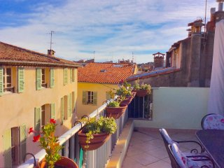 Antibes, In the centre of the old town 3 bedrooms and a sunny roof terrace
