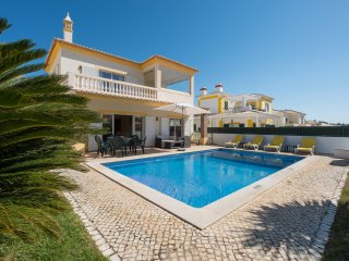 Villa with free Wi-Fi | private heated pool | garden | near the Marina [RMEI28]