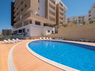 Apartment | Wi-Fi | A/C | Shared Pool | Gym Access [RLAG73]