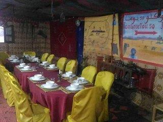 Tables au restaurant où vous vous réchaufferez lors des nuits hivernales