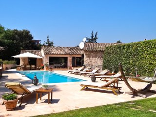 Cannes Villa with pool sleeps 8