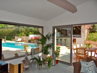 Cannes Villa with pool sleeps 8