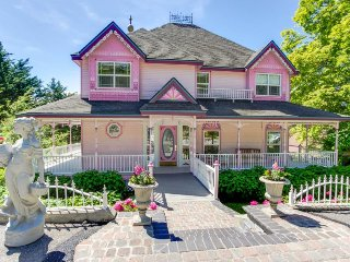 Victorian-style getaway with bay views and relaxing jetted tub!