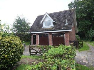 Alderfen Lodge - Norfolk countryside retreat