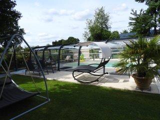 Gîte rural d'un grand confort pour 6 personnes avec piscine couverte et chauffée