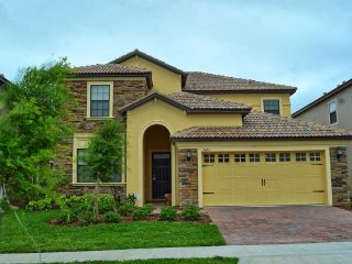 LARGE SOUTH FACING POOL / ChampionsGate 6BR 6BA / Game Rm