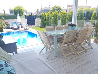 New Lux villa with privat pool ,4 bedrooms