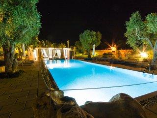 Masseria felicita piscina e vasca riscaldata m595