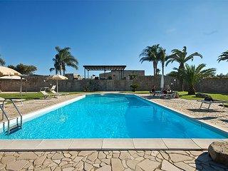 Masseria relax con piscina privata e trulli m590