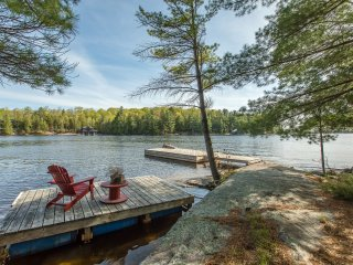 Four Season Cottage on 850 ft of private Lake Rosseau shoreline!