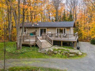 Tree House By 'The Rock'' Quaint 4 bedroom surrounded by forest and adjacent to