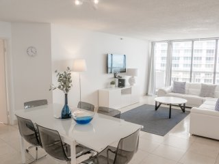 4151 Large PH with bay&city views !- FREE PARKING ! NO SECURITY DEPOSIT