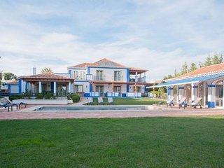 5 bedroom Villa in Olhos de Água, Faro, Portugal - 5238896