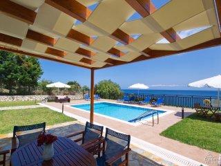 Skala Villa Sleeps 6 with Pool Air Con and WiFi - 5228144