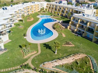 UP TO 25% OFF! Jardins da Marina BH Modern apartment w/ AC, WiFi,garden w/ pool