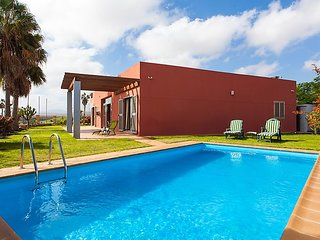 3 bedroom Villa with Pool, WiFi and Walk to Beach & Shops - 5028596