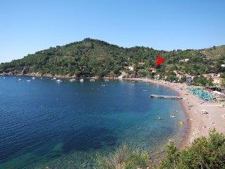 Villa Cacciò domina la baia di Bagnaia