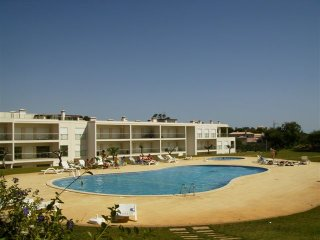 Well located lovely 2 bedroomed apartment in Balaia /Olhos DAgua near Albufeira