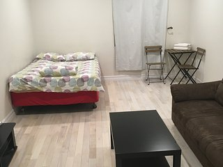 Modern Studio 3 in perfect location. Near Subway,k-town
