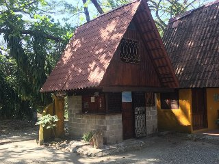 Mini Cabina - The Howler Monkey Hotel