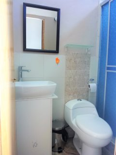 Baño privado de la habitación triple