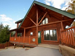 Pine Cone Lodge ~ Views, Hot Tub, Fireplace, Game Room w/ Pool Table, Minutes to