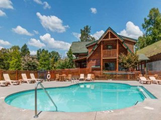 Mountain Views! Hot Tub - Fireplace - Game Room - Community Pool - Minutes to Di
