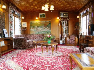 wangnoo worth  houseboats