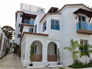 800m Colonial Zone (Gazcue) Apartment: 2 bedrooms, roofed parking and jacuzzi