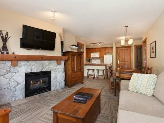 Right by Lost Lake, Pool and Hot Tub Access and on Free Shuttle Route (214859)